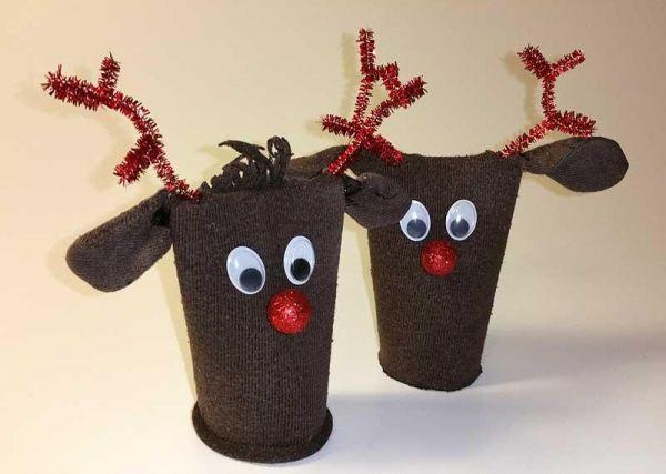 weihnachtsdeko basteln rentier selber machen aus klopapierrollen und socken. Black Bedroom Furniture Sets. Home Design Ideas