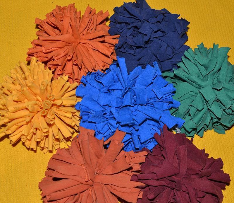 watch fe333 24572 Textilgarn Anleitung: Pompon aus T-Shirt Garn herstellen